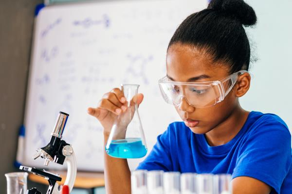 Female scientists fighting COVID-19 are inspiring the next generation of girls.